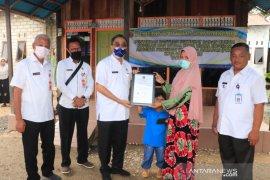Wawali serahkan sertifikat badan hukum koperasi anggota PKH