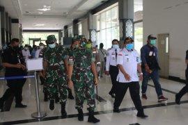 Pangdam XII Tanjungpura kunjungi PLBN Aruk dan Entikong