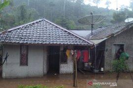 Banjir di pegunungan Garut akibat hulu Sungai Cimanuk meluap