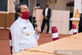 Gubernur Riau salurkan bantuan sembako bagi wartawan peliput COVID-19