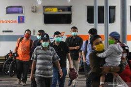 Belasan ribu tiket kereta di Surabaya dibatalkan penumpang