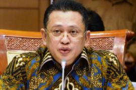 """Ketua MPR: kaji mendalam kebijakan """"new normal"""""""