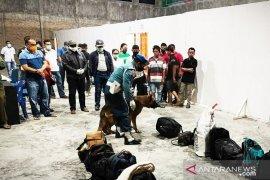 TNI AL kembali tahan 20 TKI ilegal dari Malaysia