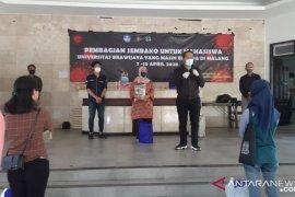 Universitas Brawijaya Malang bagikan paket sembako kepada mahasiswa