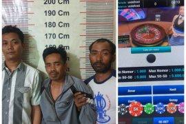 Tiga warga Karang Rejo Stabat diamankan saat main judi poker
