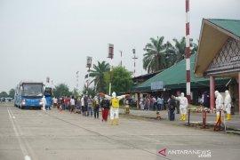Gelombang kedua TKI dari Malaysia tiba di Sumut