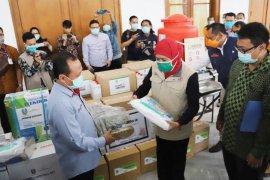 Sampoerna bagikan APD COVID-19 di empat daerah Jatim