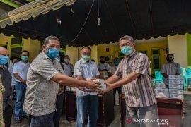 Rudi Hermanto sumbang alkes COVID-19 di Padangsidimpuan