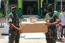 Pangdam Tangjungpura berikan bantuan ADP kepada Satgas Pamtas cegah COVID-19