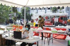 Wali Kota Risma semangati warga Surabaya yang isolasi mandiri