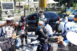 Polisi razia pengendara yang tidak pakai masker