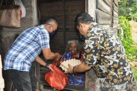 FIFGROUP Aceh Timur salurkan bantuan sembako untuk warga terdampak COVID-19