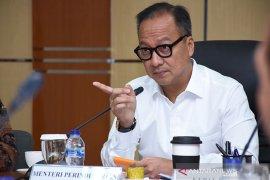 Menperin Agus Gumiwang pastikan kegiatan industri jalankan protokol kesehatan
