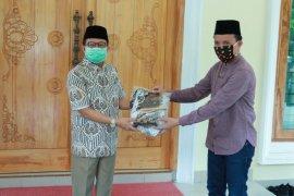 Gubernur Jambi bagikan seribu masker batik untuk pedagang Pasar Angsoduo