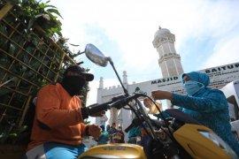 Cegah corona, PKK dan Dekranasda Banda Aceh bagi-bagi masker gratis