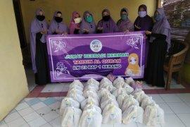 Ibu-ibu Tahsin RW 23 BAP I Kota Serang, berbagi ditengah pandemi COVID-19