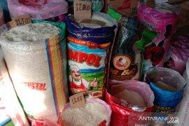 Harga beras antarpulau di Ambon normal