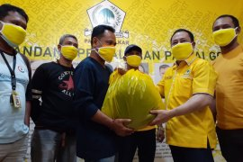 Golkar Peduli salurkan bantuan APD ke pekerja pers di Malut