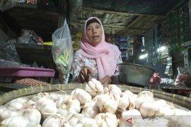 Harga bawang putih impor di Indramayu berangsur turun