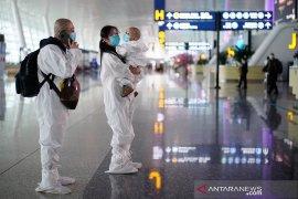 China laporkan dua kali lipat kasus baru virus corona