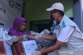 YBM PLN Kalbar beri bantuan paket sembako senilai Rp240 juta