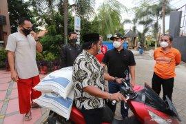 Pemkot Tangerang salurkan bantuan beras bagi warga terdampak COVID-19