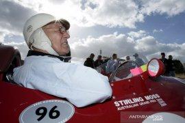 Lewis Hamilton berduka atas meninggalnya legenda balap Stirling Moss