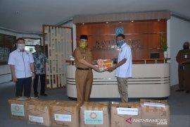 Pengusaha HSS donasikan 7.500 masker ke Pemkab HSS