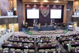 """DPRD Jatim gelar rapat paripurna secara """"physical distancing"""""""