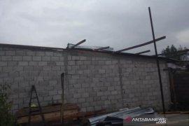 10 rumah rusak akibat angin puting beliung di Bener Meriah