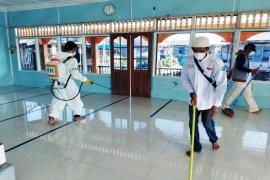 Antisipasi COVID-19, FPI Langkat lakukan penyemprotan disinfektan di pesisir pantai