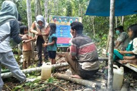 Kelompok Suku Anak Dalam di Tebo peroleh edukasi dan cek kesehatan cegah COVID-19