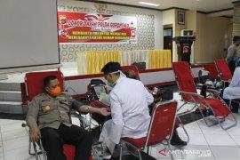Polda Gorontalo lakukan donor darah bantu PMI