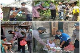 Polres Tapteng berbagi kasih dengan warga tak mampu di lima kecamatan