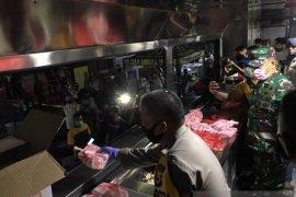 Kodam XVI - Polda Maluku buka dapur umum untuk warga terdampak COVID-19