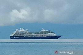 Kapal pesiar misterius melintas hebohkan masyarakat Raja Ampat
