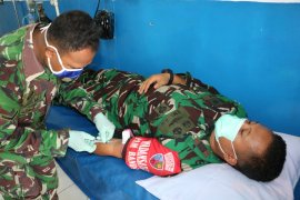 Personil Lanud Pattimura Ambon jalani rapid test COVID-19