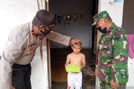 Kapolsek-Danramil di Aceh Utara bagikan kari kambing untuk anak yatim