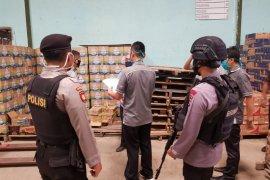 Polda Banten sita ratusan botol miras hasil operasi