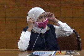 Saat Gubernur Khofifah pakai masker karya penyandang disabilitas