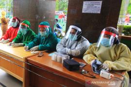Empat tenaga kesehatan di Provinsi  Riau positif COVID-19