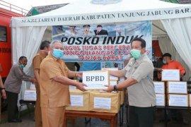 Bupati Safrial serahkan bantuan APD dari OPD Tanjab Barat