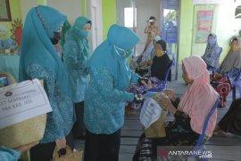 Hj Isnaniah Achmad Fikry : Semoga bantuan sembako ringankan beban warga