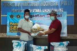 PWI Aceh Utara-Lhokseumawe bagikan sembako untuk anggotanya