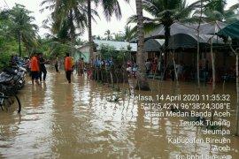 Banjir akibat hujan deras rendam enam desa di Bireuen