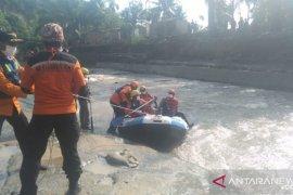 Pencarian hari kedua korban banjir bandang sungai  Sibiru-biru Sumut