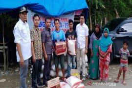 Komisi III DPRD Madina serahkan bantuan kepada korban banjir Muarasipongi