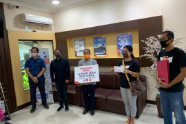 Di Bali,  Pertamina bagikan 50 paket kesehatan untuk lansia