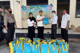 BPJamsostek Jatim bagikan bahan pokok kepada warga terdampak corona