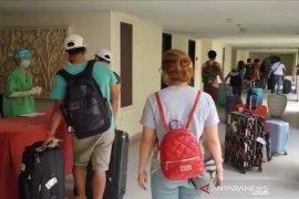 Belasan pekerja migran asal Badung mulai dikarantina di hotel